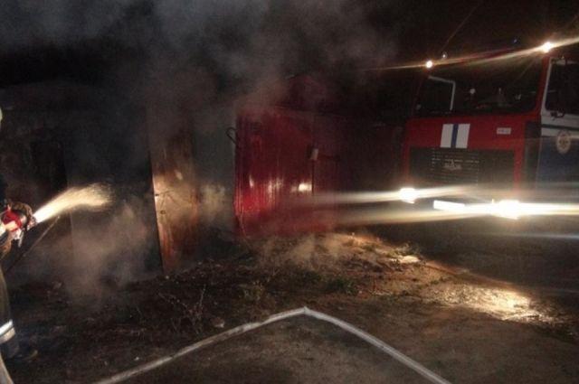 Пожар тушили 10 человек.