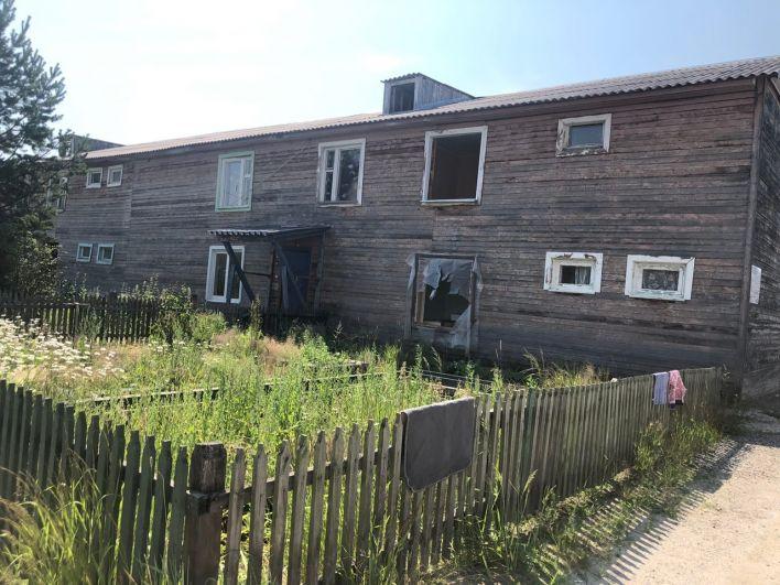 Поселок Демьянка, старый дом.