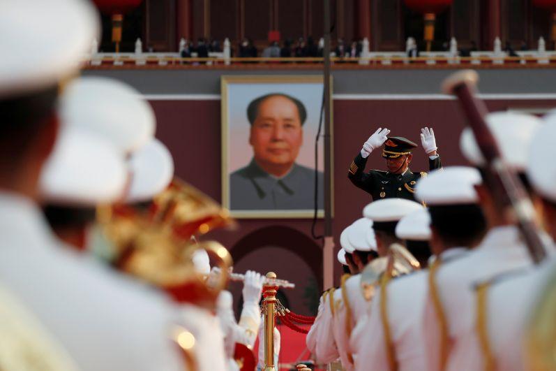 Портрет Мао Цзэдуна на площади Тяньаньмэнь