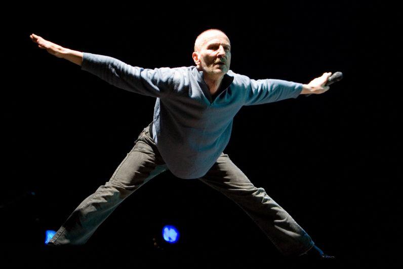 Пётр Мамонов в сцене из спектакя «Мыши + Зелененький» в Нижегородском государственный академический театр оперы и балета, 2007 год