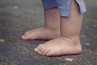 В Кваркенском районе полицейские вернули домой трехлетнего мальчика, стаявшего вблизи трассы.
