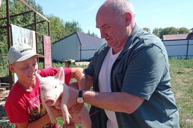 Глава Тобольского района Леонид Митрюшкин и Коля Криванков из села Булашово.