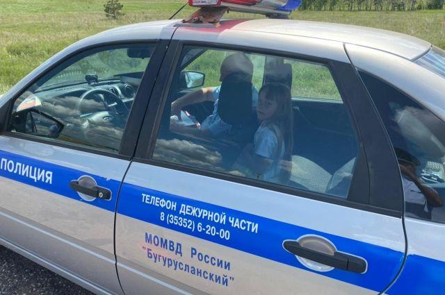В Оренбуржье инспектор ДПС приютил 6-летнюю иркутянку после того, как вся ее семья пострадала  в ДТП.