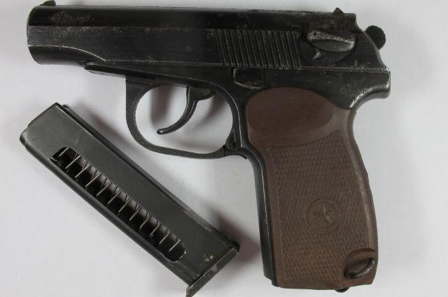 В Новотроицке мужчина незаконно хранил найденные девять лет назад патроны и пистолет Макарова.
