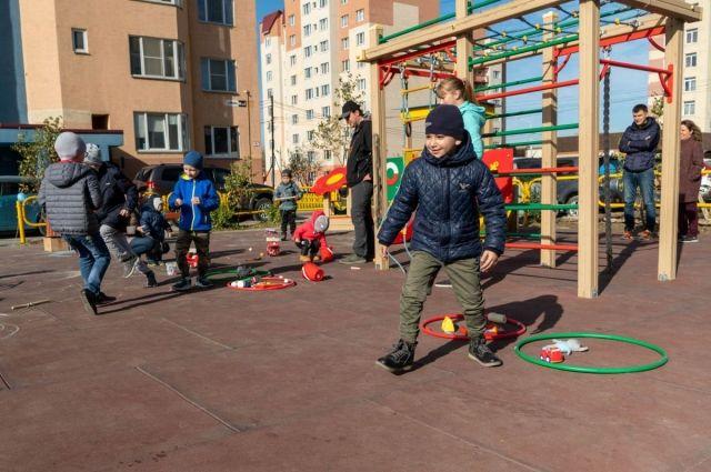 Дороги должны быть ровными, а детские площадки – безопасными.