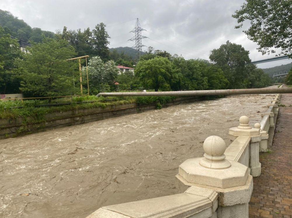 Уровень воды в реках достиг критических отметок.