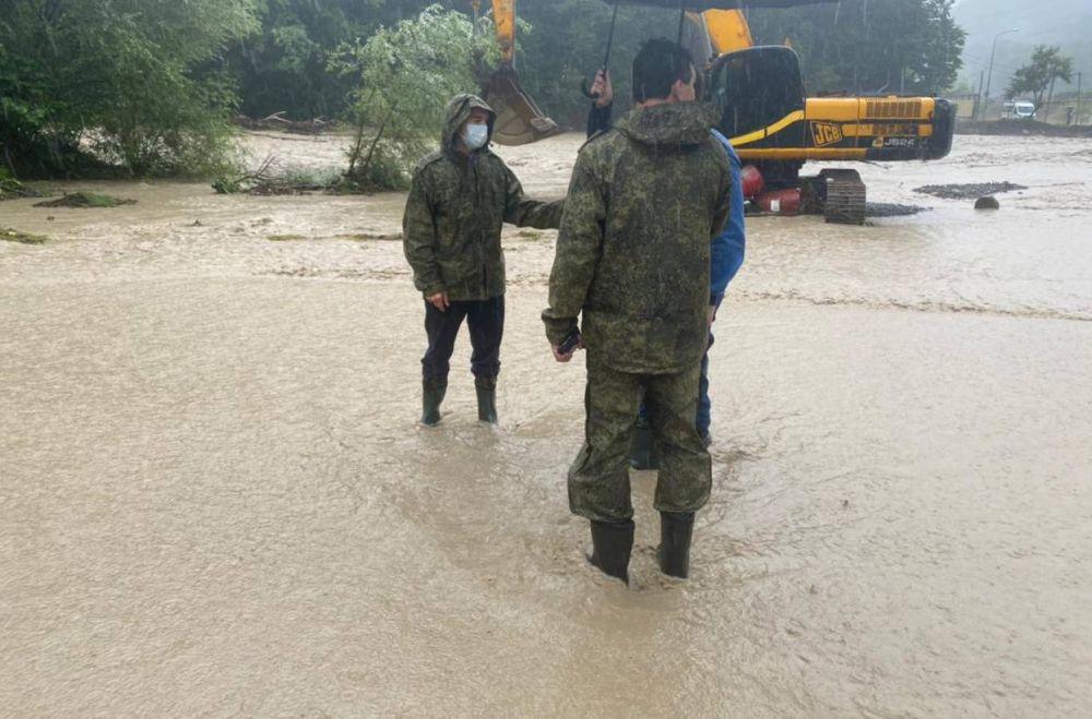 Ситуация на контроле у губернатора Кубани, который сейчас находится на месте происшествия.