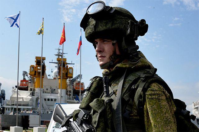 Военнослужащий в боевой экипировке «Ратник».