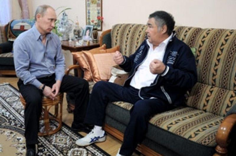 24 января, 2012 г. В. Путин навестил губернатора А. Тулеева, который проходил послеоперационную реабилитацию.