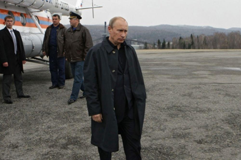 11 мая 2010 г. Владимир Путин, будучи премьер-министром, прилетел на место аварии на шахте «Распадской».