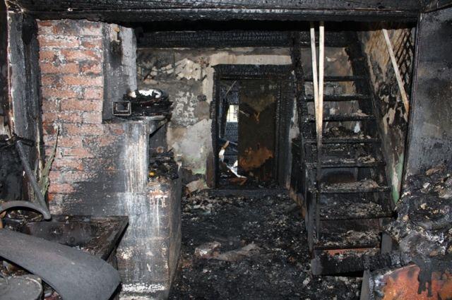 Дом уничтожен огнём.
