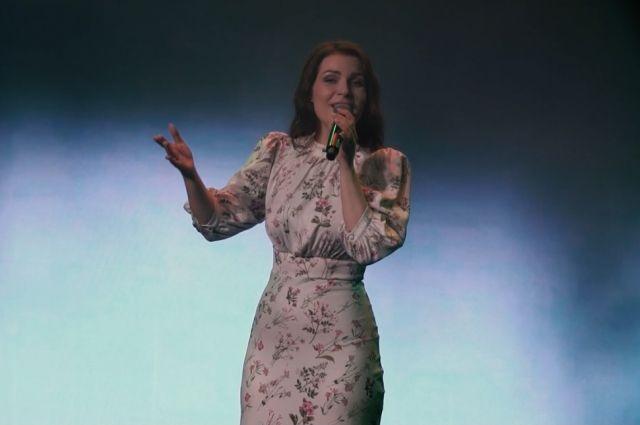 Алиса Супронова исполняет песни на разных языках народов России и ближнего зарубежья, на сегодняшний день их уже больше 20-ти.
