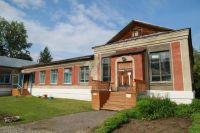 Старая школа признана аварийной.