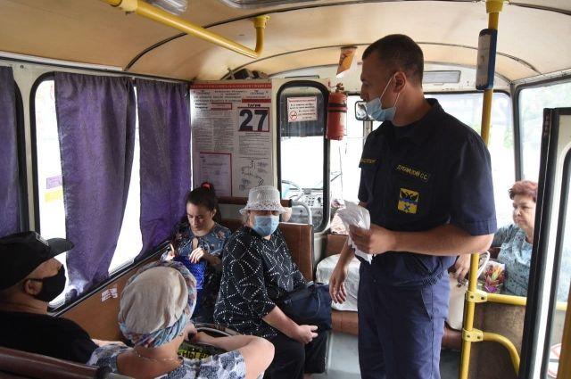 Проверяющие напомнили водителям и пассажирам о необходимости соблюдения мер по противодействию коронавирусной инфекции.