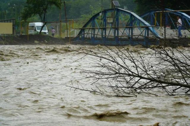 Большинство подтоплений случились из-за того, что уровень воды в реках достиг критических отметок.
