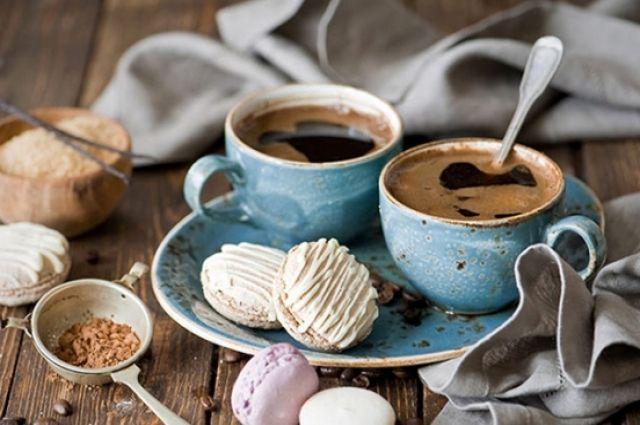 Ученые рассказали, в какое время лучше всего выпить первую чашку кофе.