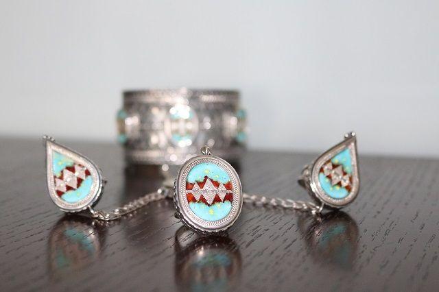 Казахские украшения, автор Нурдос Алиаскар.