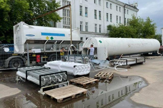Эта установка максимально вмещает 25 тонн кислорода.