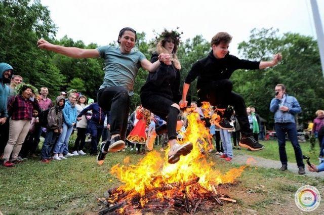 В конце праздника гостей ждет огненное шоу.