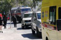 К месту прибыли силовики, спасатели и медики скорой помощи.
