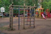 Сотрудник полиции на детской площадке в Оренбурге ударил четерыхлетнего ребенка.