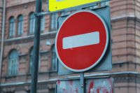 Автобусные маршруты № 5, 52, 53 и 99 должны объезжать данный участок по улице Декабристов.