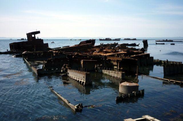 Причем это все лежит в том месте, где планируется основная набережная Корсакова и порт для маломерных судов.