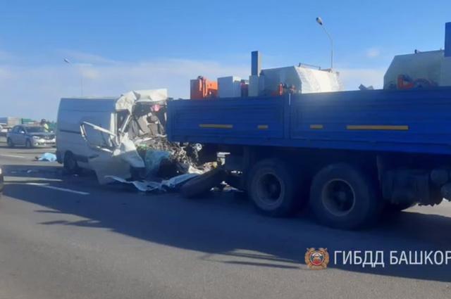 Озвучены подробности столкновения грузовика и КАМАЗом дорожников под Уфой