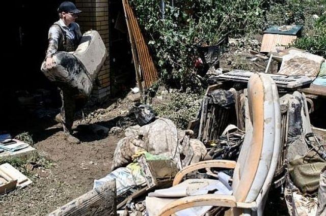 Волонтеры помогают жителям Горячего Ключа.