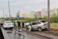 На дороге «Обход Оренбурга» водитель «девятки» въехал в фонарный столб.
