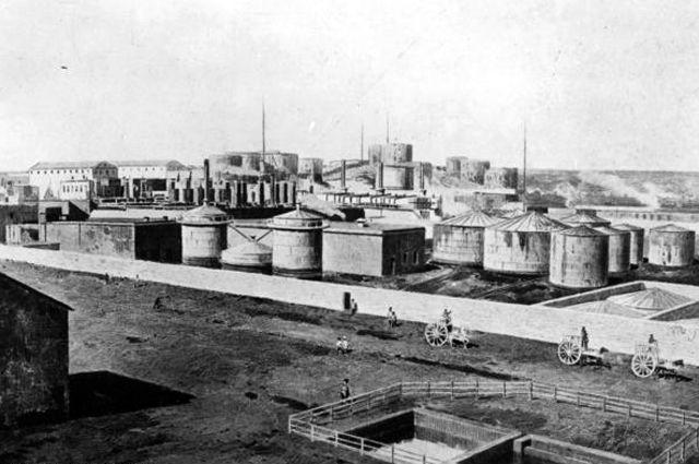 Нефтеперерабатывающий завод в Баку.