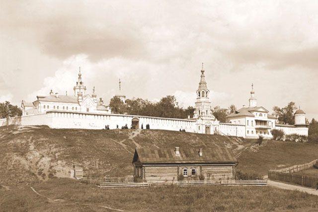 Святой Иоанн Казанский особо почитался в Зилантовом женском монастыре, где, по преданию, был похоронен.