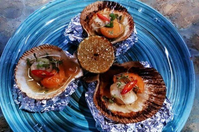Сахалинская «фишка» фестиваля – блюда готовятся из местных морепродуктов и дикоросов.