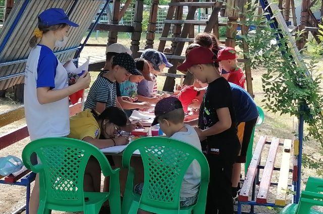 Работа лагерей проходит в режиме обсервации (одномоментный заезд детей и сотрудников).