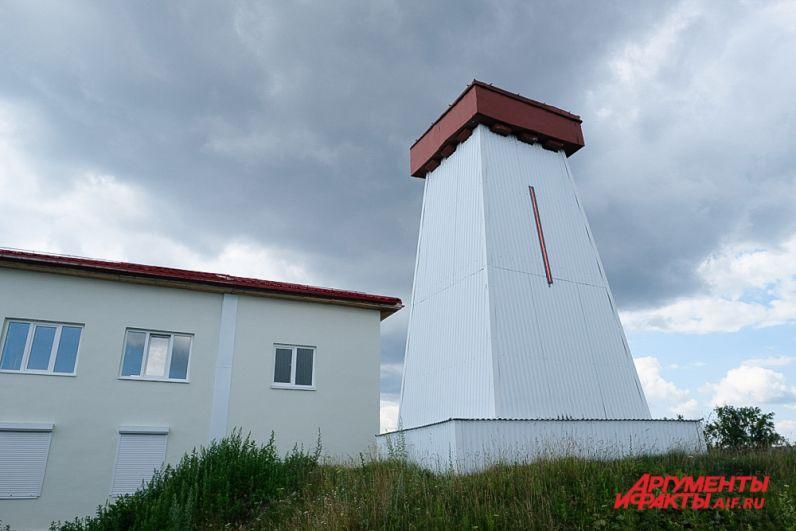 Верхний маяк 1954 года постройки.