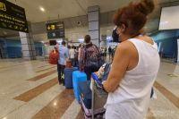 Очередь туристов на контроль багажа в аэропорту Хургады.