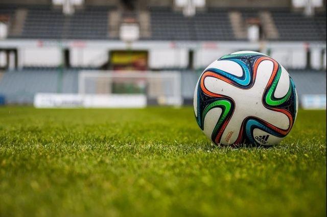 В Оренбурге выбежавшему на футбольное поле во время игры болельщику грозит штраф до 20 тысяч.