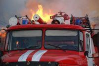 В Оренбургской области за ночь сгорели три машины, среди которых тягач Scania.