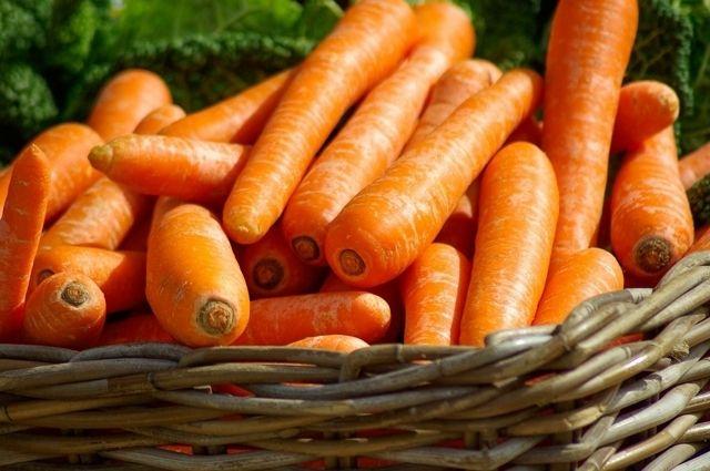 Рядом со свежей мытой морковью в «Ленте» лежат морковки за 130 рублей (кг). Но и это много — в феврале килограмм стоил 30–35 рублей.