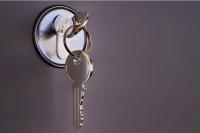 В Оренбурге отец-одиночка с шестью детьми получил жилье на правах коммерческого найма.