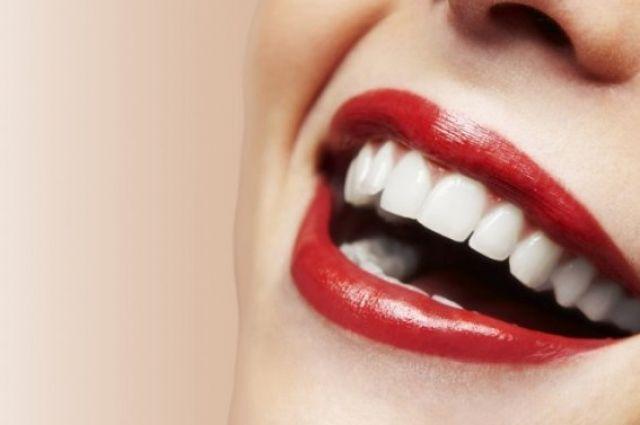 Ученые рассказали, какие продукты больше всего портят зубы.
