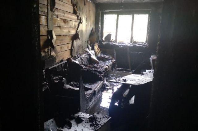 В Новотроицке на пожаре в многоквартирном доме спасены трое.