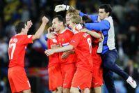 Игроки сборной России радуются победе в матче чемпионата Европы 2008 по футболу между сборными России и Швеции.