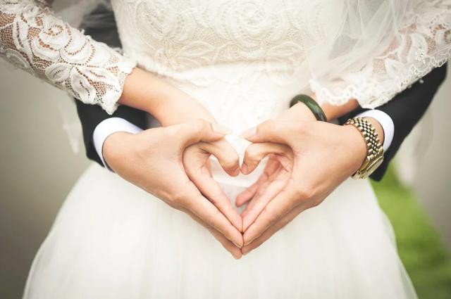 С 16 июня молодожены могут приглашать на регистрацию брака не более восьми человек
