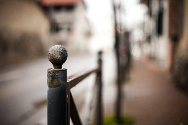 В Переволоцком районе 19-летний житель украл и сдал на металлолом школьный забор.