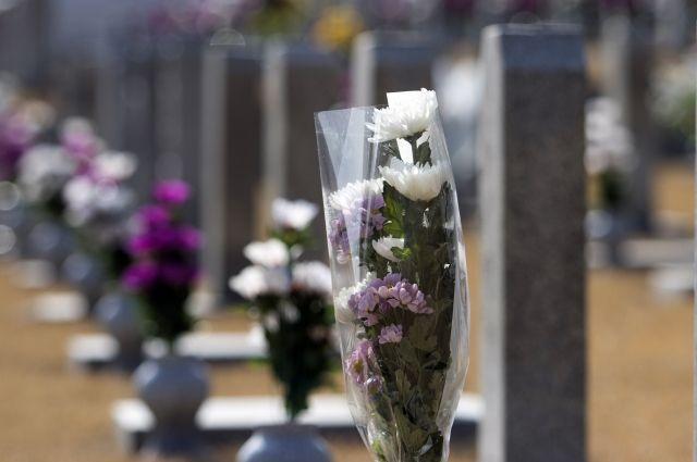 Двоих тоболяков подозревают в погроме на кладбище