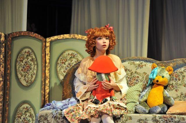 Анна занята во многих спектаклях, в том числе в