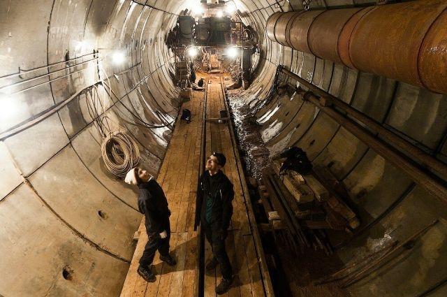 Пока строительство метро заморожено.