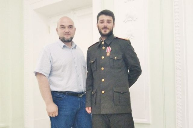 Дмитрий Петин (слева) ещё и в фильме снимался.