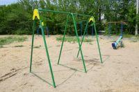 В поселке Новоказачий вандалы испортили единственную детскую площадку.